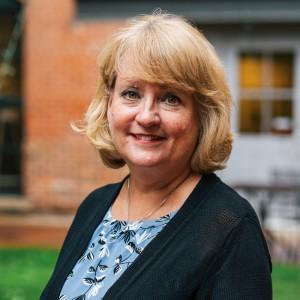 Headshot of Lisa Davis Medone Employee